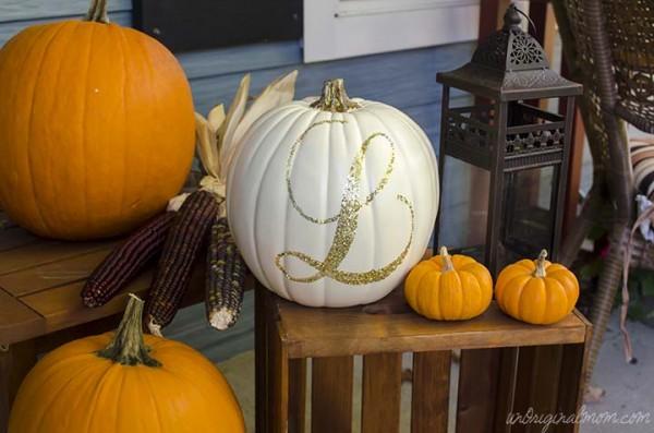 Glitter-monogrammed-pumpkin-600x397