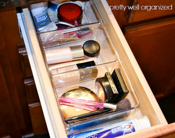 How-to-organize-a-makeup-drawer-Ask-Anna-2-600x471