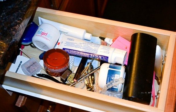 How-to-organize-a-makeup-drawer-Ask-Anna-600x381