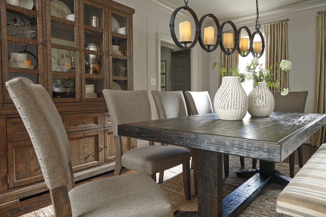 4 Tips For Hanging Chandeliers Amp Pendants Ashley Furniture