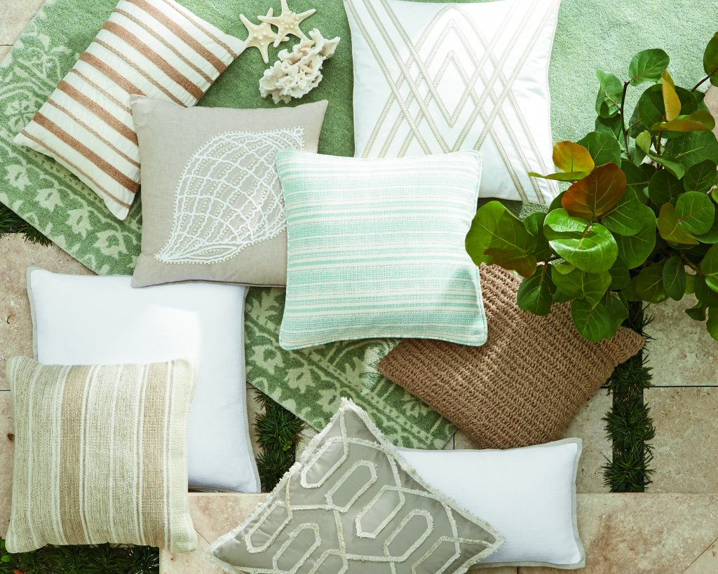Throw Pillow Makeover : Pillow 101?Refresh Your Look with a Throw Pillow Makeover - XO Ashley