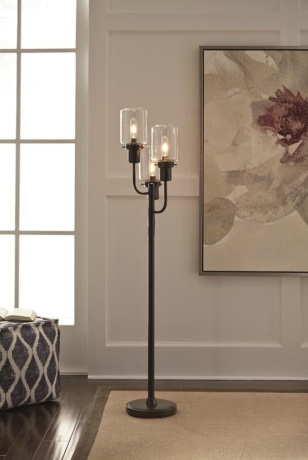 Bronze metal decorative lamp post floor lamp.