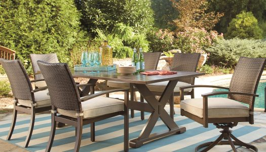 Multiple Styles for One Outdoor Dining Table